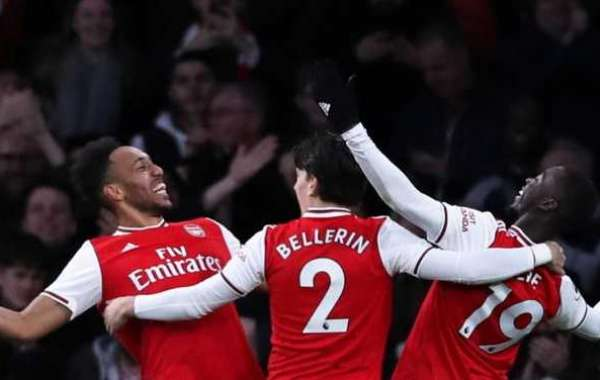 Aubameyang Brace Sees Arsenal Past Everton