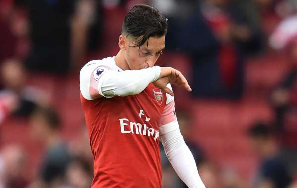 Cascarino Believes Ozil Deserves Criticisms Because Of Big-Money Deal At Arsenal