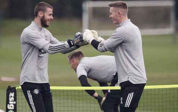 Gary Neville Urges Solskjaer To Choose Between De Gea And Henderson As Number One
